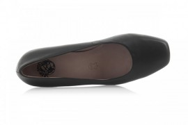 TN682-1: Leather Upper, Leather Lined, Rubber Sole, Padded Insole