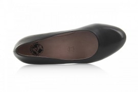 TN679-1: Leather Upper, Leather Lined, Rubber Sole, Padded Insole