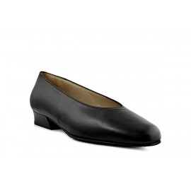 CREW SHOES T1963A BLACK: LEATHER UPPER, LEATHER LINING, RUBBER SOLE.